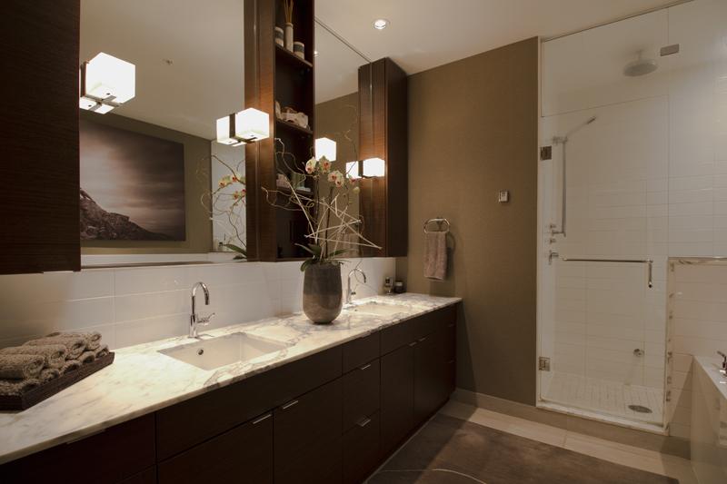 Masculine sensibility yaletown loft vancouver zwada for Bathroom design vancouver